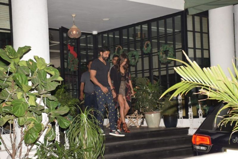 Farhan Akhtar and Shibani Dandekar spotted on a romantic dinner date, check out the photos