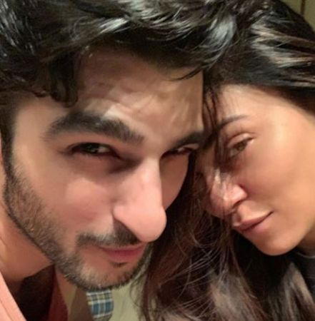 Sushmita Sen's boyfriend Rohman Shawl's comment on her photo will make you go aww
