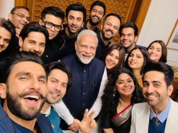 Check out the funny comments of Netizens on PM Modi's group selfie with B-town celebrities
