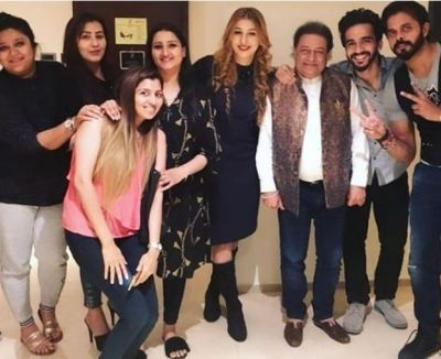 Bigg Boss 12 contestants reunite, Shilpa Shinde also joines them
