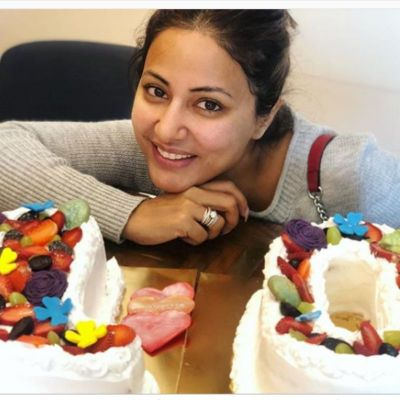 Hina Khan cuts cake on completion of 10 years in the industry, check out photo here