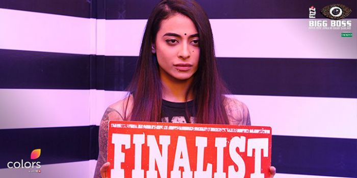 Bani J clicked pictures with Gauahar Khan just after landing out of BB10