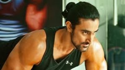 Rang De Basanti famed Kunal Kapoor is working on scripts, announcement will be roped soon