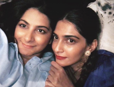 PHOTO: A selfie day for sister Sonam and Rhea Kapoor