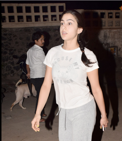 Photos! Sara Ali Khan went for a late night walk on the beach