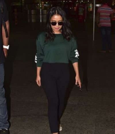 Neha Kakkar snapped at airport, check out the gloomy mood of singer