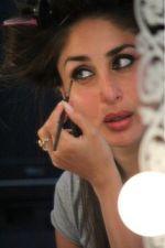 Bollywood superstar Kareena Kapoor recent appearance in Mumbai Studio…check pics in slider