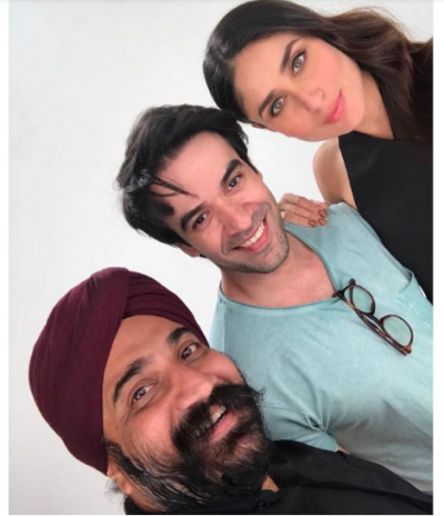 Kareena Kapoor Khan poses with Punit Malhotra for a selfie