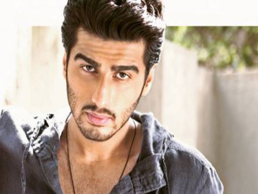 Arjun Kapoor pleads people to give tribute to the country's heroes