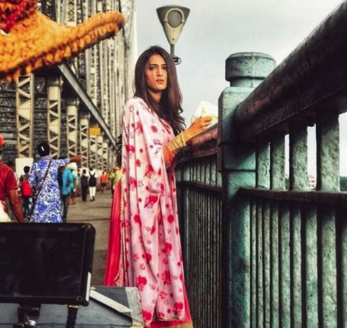 Erica Fernandes's throwback is unmissable, check out the picture here