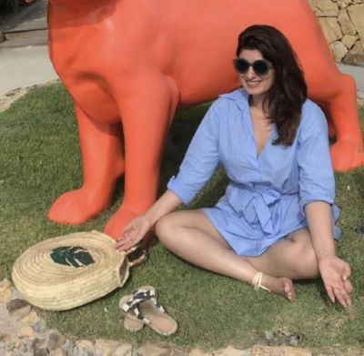 Twinkle Khanna copy PM Narendra Modi's meditation photo, check it out here