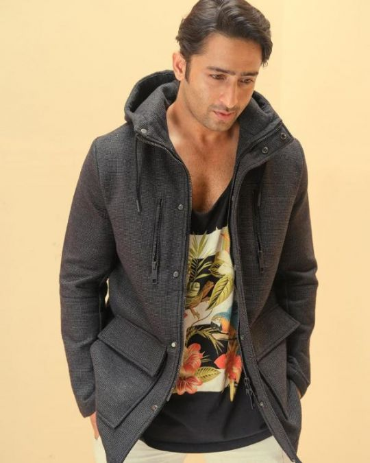 Shaheer Sheikh flashes a ponytail in his latest photo, check it out here