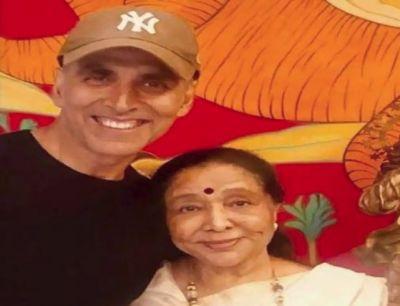 Akshay Kumar meets legendary singer Asha Bhosle
