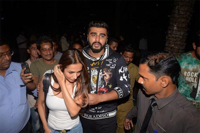 See pic: Malaika Arora and Arjun Kapoor make their relationship OFFICIAL