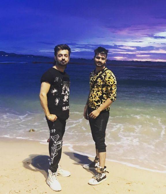 Abhishek mendiratta and Nikhil mehndiratta (Abhinikks) will make fall in love with their performance and Singing