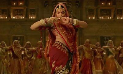 Which 'Ghumar' dance would you prefer? Deepika Padukone in 'Padmavati'or Rajasthani folk dance.