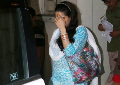 Sara Ali Khan hides her face from the camera because of...