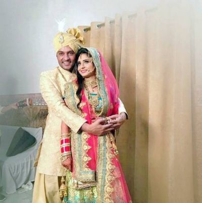 Here's the wedding pictures of Anas Rashid and Heena Iqbal
