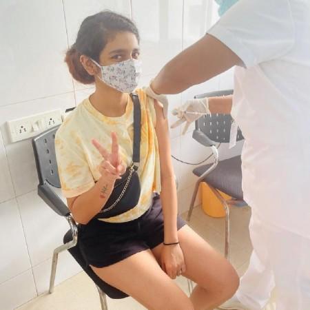 प्रिया प्रकाश वारियर ने लगवाई कोरोना वैक्सीन की पहली डोज