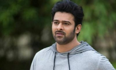 Video: A crazy female fan slapped Prabhas, check out than what Baahubali actor has done