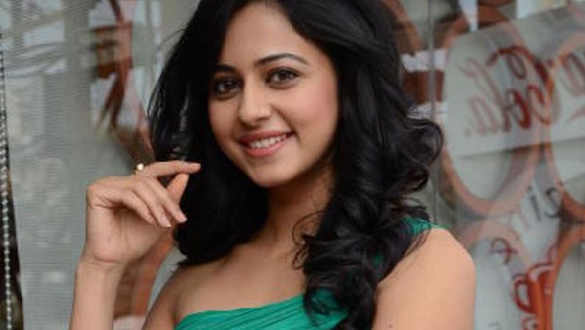 Pic Talk: Rakul Preet flaunts abs in the unzipped photo