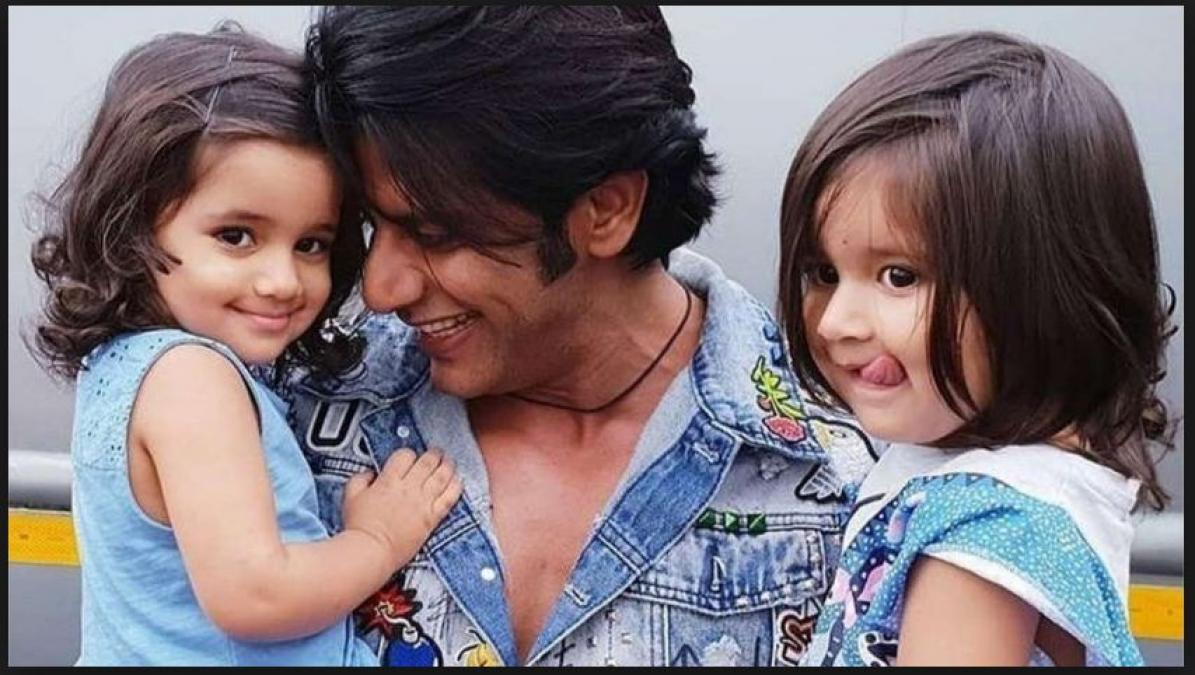 Karanvir Bohra reciting religious mannerisms path to his daughters Bella and Vienna…pics inside