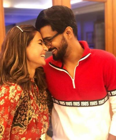 Hina Khan is Dying to See Boyfriend Rocky Jaiswal as he retunrs to India
