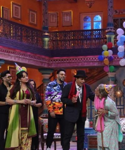 Happy Birthday Dharmendra ji: Sunil Grover celebrates He-man birthday  on the sets of Kanpur waale Khuranas