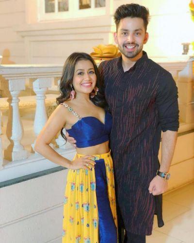 Post beak up with Himansh Kohli, Neha Kakkar breaks down on the sets of Indian Idol 10