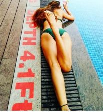 Sara Khan increases the temperature  by flaunting her toned body in a bikini, check out photos