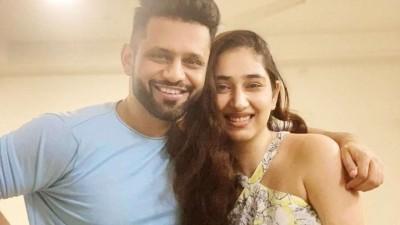 Rahul Vaidya breaks Disha Parmar's heart, refuses to marry