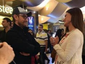 Aamir Khan invites Hina Khan to review his Rubaru Roshni
