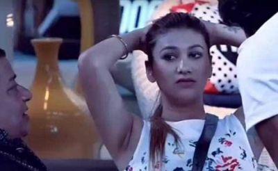Watch video: Bigg Boss fame Jasleen Matharu irritates the 'Pani Puri wala bhaiya'