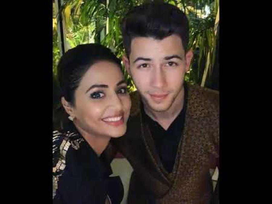 Hina Khan posts a heartfelt note for Priyanka Chopra amidst a beautiful Selfie: Cannes 2019