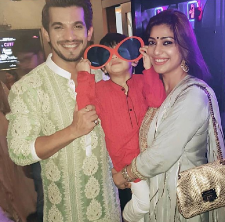 Arjun Bijlani wishes fans Diwali with this pic of himself, his son & wife