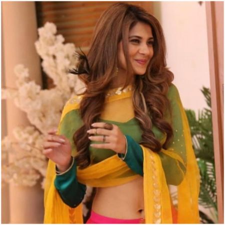 Bepannaah actress Jennifer Winget slays her hot pic as she wishes her fans Happy Diwali and New year