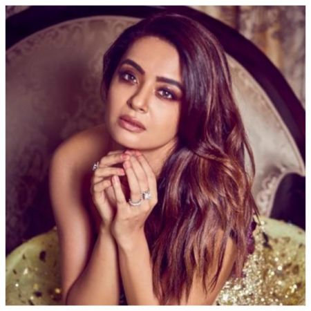 Surveen Chawla announces her pregnancy; expected in THIS month