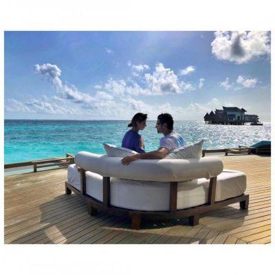 Divek relishes Maldives memory: Divyanka Tripathi with Vivek Dahiya share a mundane Monday pic