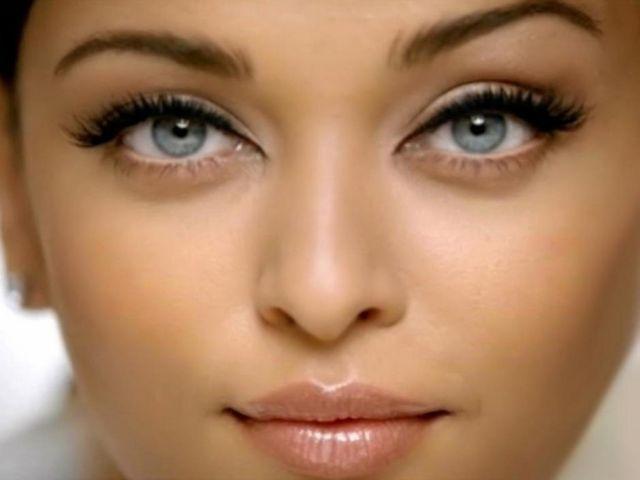 चमकदार और सुन्दर आखों के लिए यह तरीकें अपनाएं