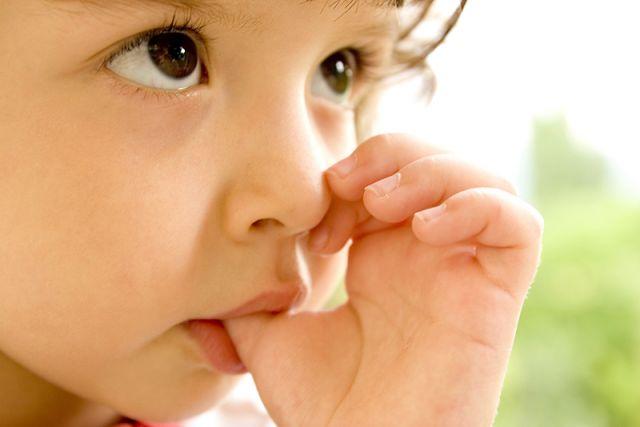 क्या आपके बच्चे को भी है अंगूठा चूसने की आदत