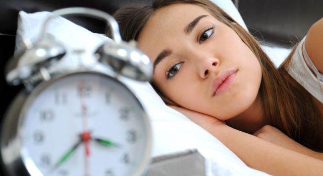 नींद न पूरी होने से भी बढ़ सकता है वजन