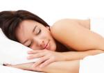 ज़्यादा सॉफ्ट गद्दे पर सोना कर सकता है सेहत को ख़राब