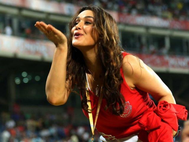सोशल मिडिया ने प्रीति जिंटा को दी कई बर्थडे विशेस