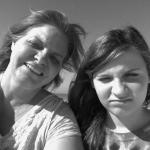 Mom noticed something 'unusual' in the selfie of her daughter!