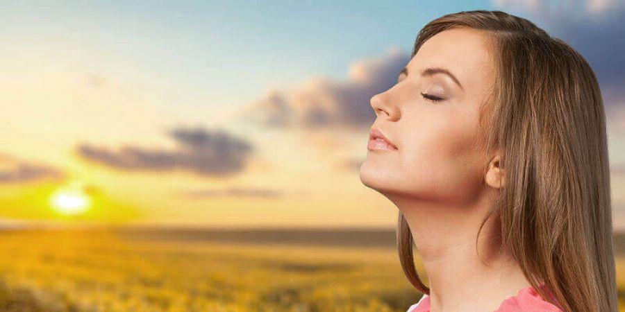 तपती धूप में दें अपनी त्वचा को ठंडक का अहसास