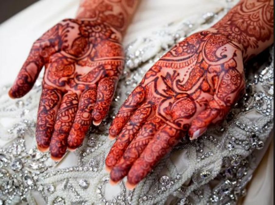 Natural and Easy Tips for a Darker Mehndi Colour