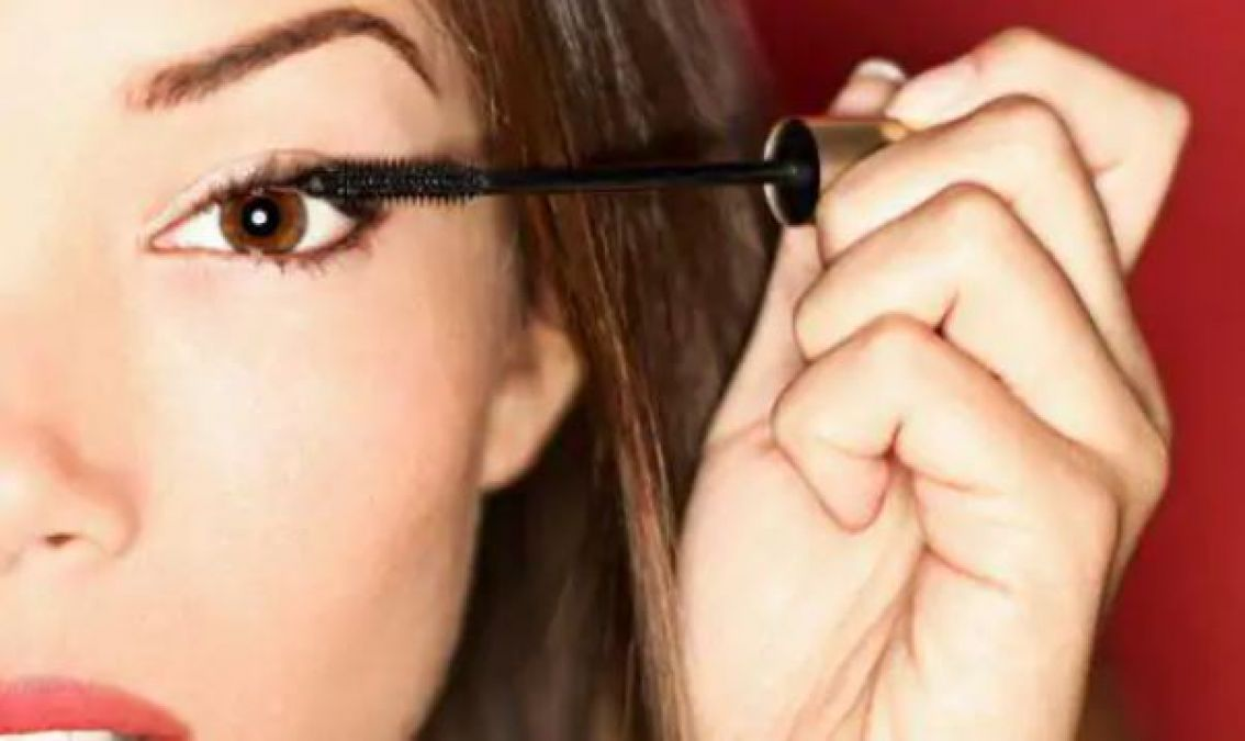 Use this oil to remove mascara