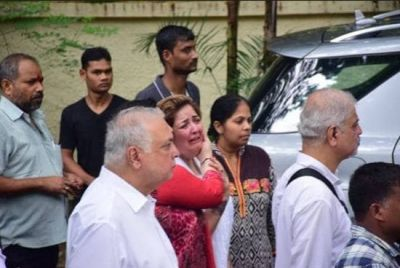 After Seeing the remains of Maternal grandfather, Sunaina Roshan Cried Badly!