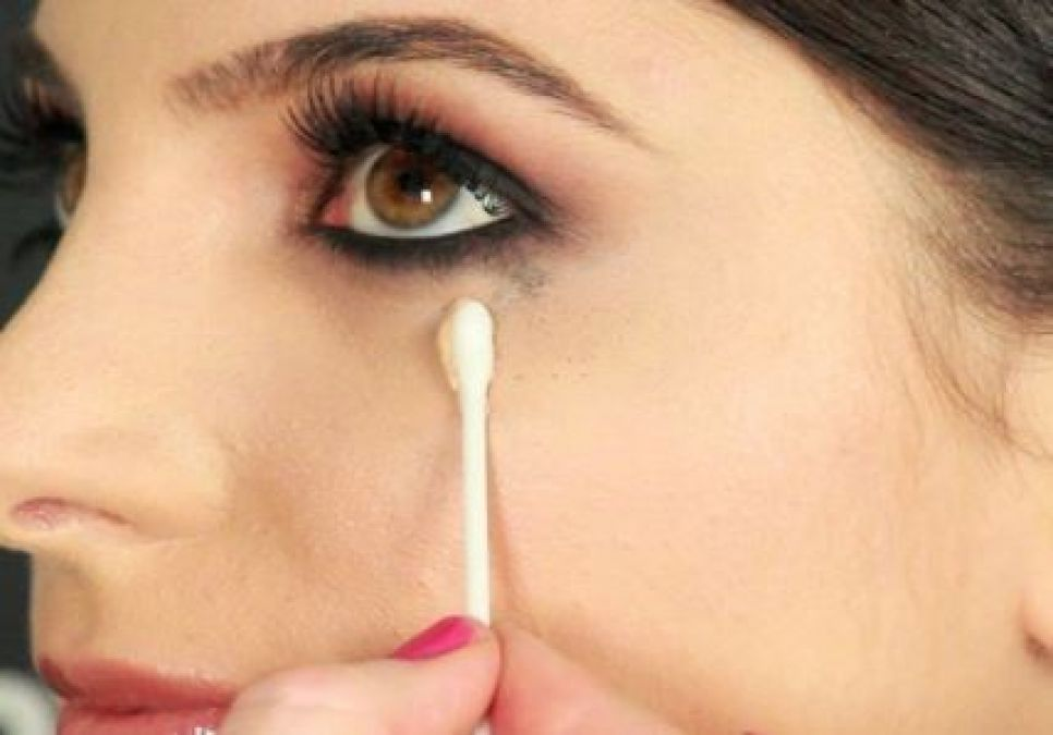 Follow this simple tips to prevent kajal from smudging