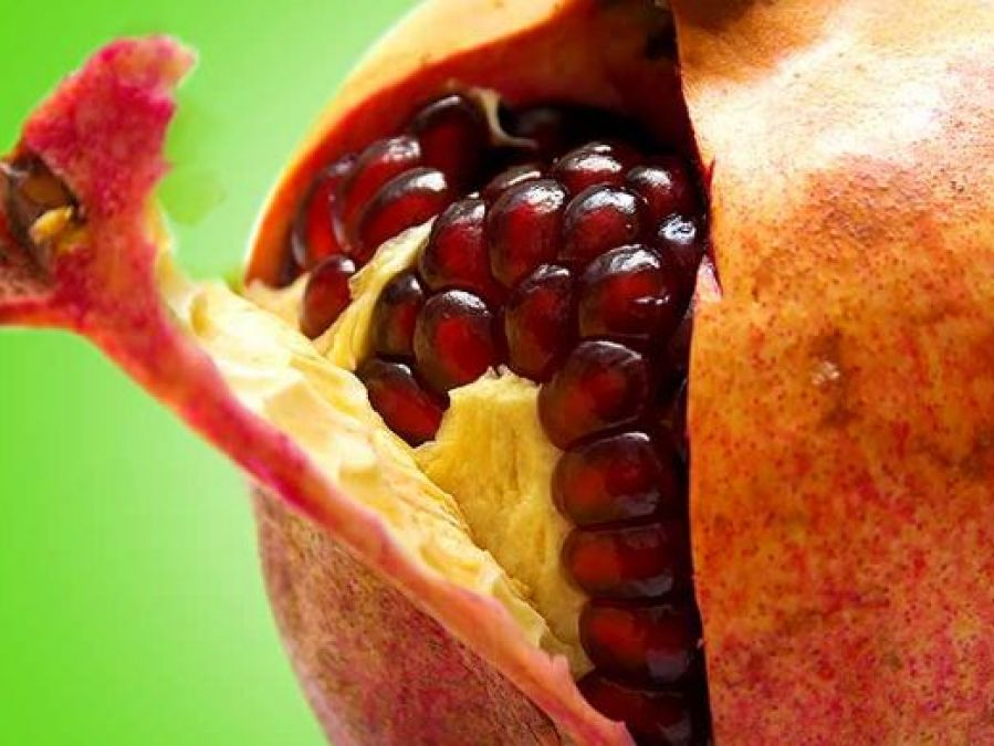 Use pomegranate peels to remove facial wrinkles